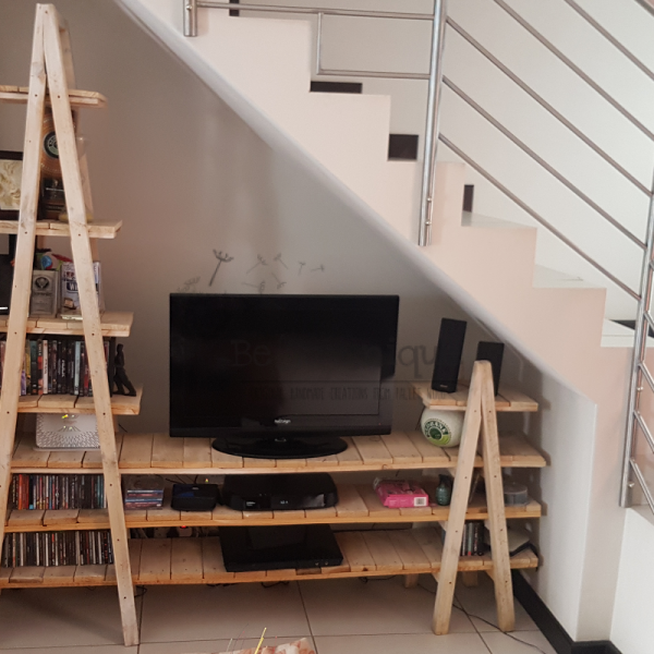 pallet display stand, wooden shelving, TV stand, display shelf 18, display stand 5, pallet furniture Johannesburg, home decor JHB, reclaimed timber