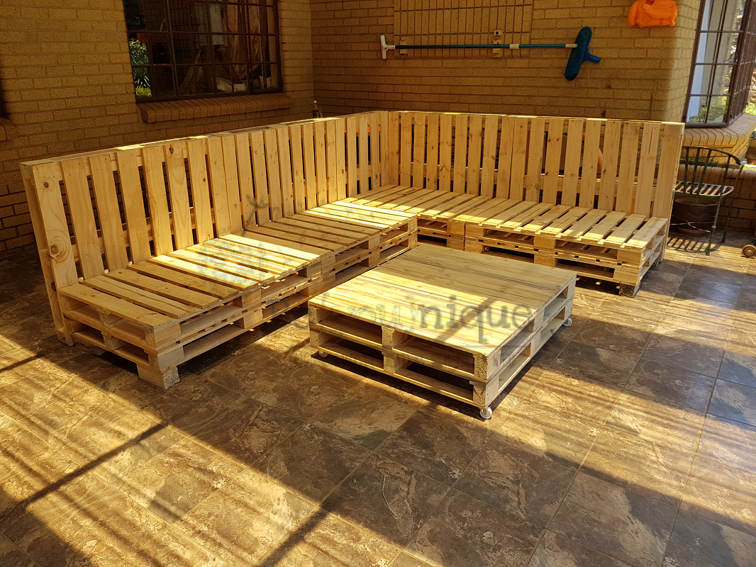 Pallet Couch 1 Pallet Furniture Couch Reclaimed Pallet Couch Couch