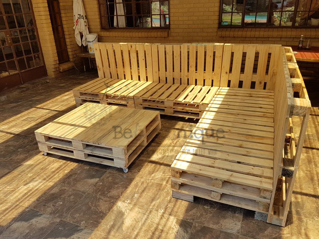 pallet furniture couches, pallet couch, reclaimed pallet couch, pallet couch 1 patio set Johannesburg 4, pallet patio set